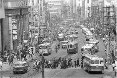 966년 버스와 전차가 다니는 모습
