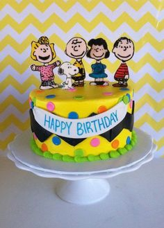 The Peanuts Gang (some of them). Charlie Brown chevron stripe around the cake. Peanuts Gang Birthday Party, Snoopy Birthday, Snoopy Party, 2 Birthday Cake, Birthday Ideas, 11th Birthday, Happy Birthday, Mini Tortillas, Charlie Brown
