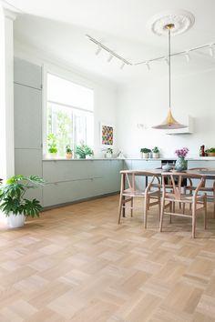 Living Room Kitchen, Home Living Room, Living Room Designs, Interior Design Inspiration, Home Interior Design, Wood Floor Design, House Color Palettes, Bungalow Interiors, Parquet Flooring