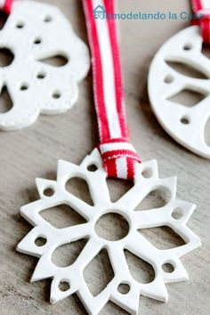 Remodelando la Casa: Polymer Clay Snowflake Ornament - would look even better glittered!!