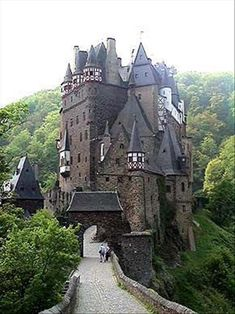 pictures of castles around the world | Amazing Castles From Around The World – 32 Pics | /just cause.