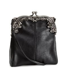 H&M Schultertasche Love the look, not sure if real leather or not. Vintage Purses, Vintage Bags, Vintage Handbags, Leather Backpack, Leather Bag, Real Leather, Beautiful Bags, My Bags, Evening Bags