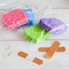 Ice packs are hard as rocks and drip everywhere when they begin to melt. Freeze a damp sponge in a ziploc bag for mess-free and kid-friendly