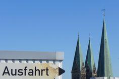 088 / In der City in die Luft gehen -   Wer sich in der Innenstadt aufhält, sollte sich die Zeit nehmen, in der Galerie Kaufhof das Parkdeck zu besuchen. Von hier oben hat man einen wunderbaren Blick über Bremen.