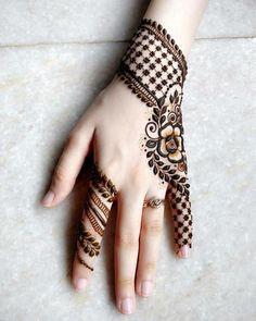 Atemberaubende zurück Hand Henna Designs, Mehndi Liebhaber zu fesseln Tattoo #atemberaubende #designs #fesseln #henna #liebhaber #mehndi #zuruck #beautytatoos