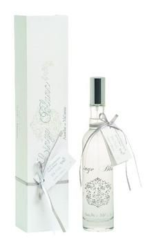 Amélie et Mélanie Linge Blanc is a fresh chic and refined scent for an extreme pleasure. An ambient perfume beautifully packaged in a narrow gift box surrounded by interwoven beige ribbons. White Spirit, White Lilies, Glass Bottles, Vodka Bottle, Fragrance, Lily, Perfume, Pure Products, Room