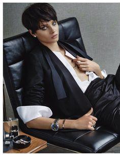 Anna Selezneva for Vogue Germany November She's perfect choice for masculine style editorials Androgynous Fashion, Tomboy Fashion, Fashion Outfits, High Fashion, Photos Du, Girl Photos, Editorial Modeling, Anna Selezneva, Boyish Style