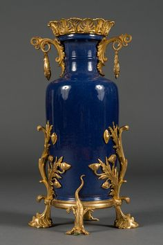 A Pair of 19th Century Blue Chinese Porcelain and French Bronze Vases image 2