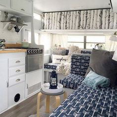 Adorable 48 Creative and Comfort RV Interior for Long Vacation or Camping https://decorapatio.com/2017/06/01/48-creative-comfort-rv-interior-long-vacation-camping/