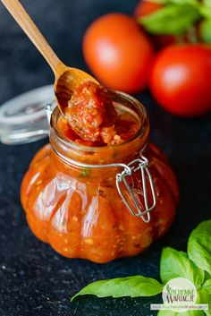 Przetwory domowe – sos pomidorowy | Bezglutenowe Kuchenne Wariacje My Favorite Food, Favorite Recipes, Tomato Garden, Polish Recipes, Appetisers, Preserves, Appetizer Recipes, Food And Drink, Homemade