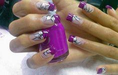 Diseños de uñas con rosas flores, diseño de uñas con petalos de rosas.   #uñasbonitas #acrylicnails #uñasbonitas
