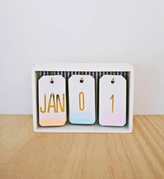 Best DIY Gifts for Girls - DIY Ombre Calendar - Cute Crafts and DIY Projects that Make Cool DYI Gift Ideas for Young and Older Girls, Teens and Teenagers - Awesome Room and Home Decor for Bedroom, Fashion, Jewelry and Hair Accessories - Cheap Craft Projec Diy Ombre, Diy For Girls, Gifts For Girls, Cute Stuff For Girls, Kids Diy, Cool Diy, Diy Calendario, Ideias Diy, Desk Calendars