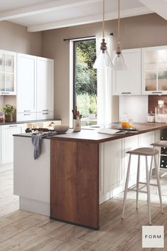 """What is going to be the biggest trend in 2021? Check out this absolutely gorgeous new """"effortlessly relaxed"""" kitchen trend that is going to become super popular in the new year!"""