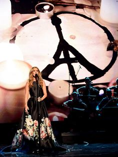 Celine Dion Delivers Emotional Performance In Honor of the Victims of the Paris Attacks| American Music Awards, Music News, Celine Dion