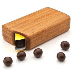 チョコボール箱がぴったり納まります。森永チョコボール木製ケース - まとめのインテリア / デザイン雑貨とインテリアのまとめ。
