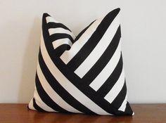 SALE Decorative Pillow Cover Black and White por kassapanola