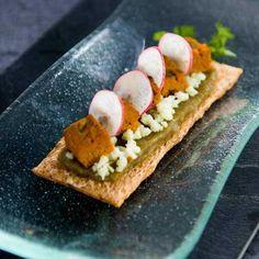 Toasts au caviar d'aubergine, wasabi.