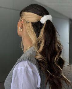 Hair Color Streaks, Hair Dye Colors, Blonde Color, Hair Highlights, Hair Streaks Blonde, Fun Hair Color, Hair Colour Ideas, Hair Color Underneath, Blonde Hair With Brown Underneath