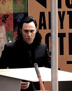 Tom Hiddleston on the set of Thor: Raganarok in Brisbane. https://www.youtube.com/watch?v=yf8LgYWjax4 Gif-set: http://maryxglz.tumblr.com/post/150556006817/tomhiddleston-kikibfairy-maryxglz-x-god