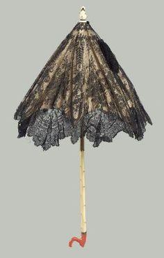 ©️ Museum of Fine Arts, Boston Black lace parasol with ivory and coral handle, France 1872 Vintage Dresses, Vintage Outfits, Vintage Fashion, Lace Parasol, 1870s Fashion, Antique Fans, Umbrellas Parasols, Under My Umbrella, Museum Of Fine Arts