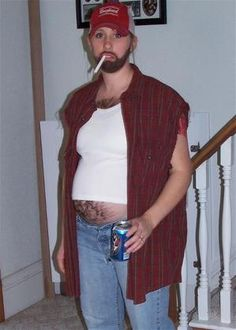 Halloween Costume for a Pregnant Woman costume for pregnant women Hillbilly Costume, Redneck Costume, Redneck Party, Hillbilly Party, Pregnant Halloween Costumes, Pregnancy Costumes, Cool Costumes, Costumes For Women, Costume Ideas
