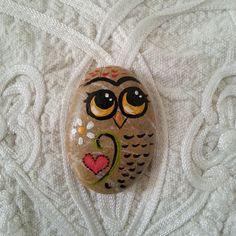 Cute owl painted stone #owl #painting #handmade #animals #giftsideas #rockpaperscissors #cuteowl #heart #paintedstones #rock #beachstone #owlpainting #axikedi #tasboyama #taşboyama #etsy #etsyshopowner #etsysellersofinstagram #uniquegifts #fethiye #baykuş #elboyaması #etsysale