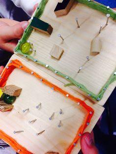 """Kuvis ja askartelu - www.opeope.fi. Kakkosten kanssa tehtiin puukässäs """"peli"""", jossa on pujottelurata marmorikuulalle. Reunat naulattiin ja naulojen ympärille pujoteltiin villalankaa. Rata tehtiin nauloilla ja liimaamalla pieniä puupalikoita."""
