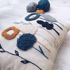 Punch Needle, everything you need to know about the magic needle – Inspiring Punch Needle cushion Crewel Embroidery, Embroidery Patterns, Knitting Patterns, Flower Embroidery, Print Patterns, Pillow Patterns, Embroidery Supplies, Embroidery Needles, Punch Needle Patterns