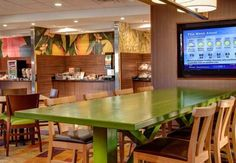 Fairfield Inn & Suites by Marriott Syracuse Carrier Circle Syracuse (New York) Offering complimentary WiFi and a hot breakfast every morning, Fairfield Inn & Suites by Marriott Syracuse Carrier Circle is 11.4 km from the Syracuse University. The Carrier Dome is 3 km away.