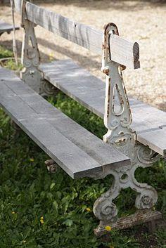 Cool idea for an outdoor bench. Garden Seating, Outdoor Seating, Outdoor Decor, Garden Benches, Brass Pendant Light, Pendant Light Fixtures, Garden Art, Garden Design, Garden Ideas