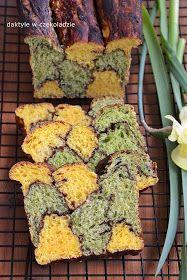 Bardzo puszyste ciasto drożdżowe w dwóch kolorach uzyskanych dzięki warzywom: szpinakowi i marchewce. Zdrowe, kolorowe i smaczne :)    ...