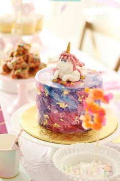 Create a magical unicorn birthday party with this charming and whimsical unicorn themed party ideas Twin Birthday Parties, Rainbow Birthday Party, Birthday Ideas, My Daughter Birthday, Girl Birthday, Watercolor Cake, Unicorn Invitations, Unicorn Crafts, Pastry Cake