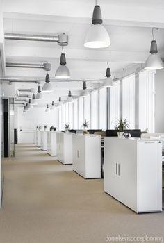 Open plan workstations - AON's office interior design in Copenhagen - by Danielsen Spaceplanning
