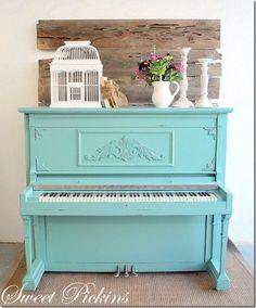 Nosso piano vai ser colorido também...! (leg. original:Turquoise piano in the living).