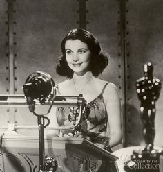 1940, Vivien Leigh won the Academy Award for her role as Scarlett O'hara in Gone with the Wind.