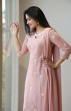 We have Spotted Epic Kurtha Designs Here Salwar Designs, Kurta Designs Women, Kurti Designs Party Wear, New Dress Design Indian, Dress Indian Style, Indian Fashion Dresses, Indian Designer Outfits, Chudidhar Designs, Kurta Neck Design