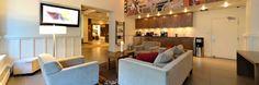 L'Espresso Lounge, avec dosettes de café à volonté / The Espresso Lounge, with coffee pods at will.