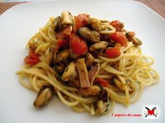 spaghetti con cozze seppie e pomodorini Angel Cake, Spaghetti, Pasta, Ethnic Recipes, Terra, Food, Cooking, Angel Food Cake, Kitchen