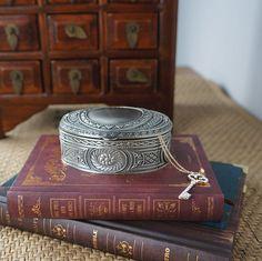 Style européen Antique boîte à bijoux classique floral gravure anneau Box Home Decor & cadeau de mariage usine directe(China (Mainland))