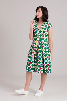 5e5cc68689fa3 Drawing on the forties era for inspiration this fun printed dress features  a double collar and soft