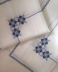 3 stück wohnzimmer set💙 # etamin # etaminaski # kanavice # kreuzstich … – New Ideas Hand Embroidery Dress, Cross Stitch Embroidery, Embroidery Patterns, Knitting Patterns, Crochet Patterns, Cross Stitch Heart, Cross Stitch Borders, Cross Stitch Designs, Cross Stitch Patterns