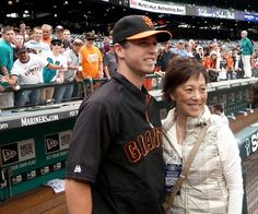 Mariner Brandon League's mom posed for a photo with Buster Posey — she's a big Giants fan.