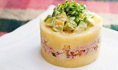 La causa rellena ó causa limeña, es uno de los platos más fabulosos que tiene la gastronomía peruana. Aprende cómo prepararlo, ¡es muy fácil!
