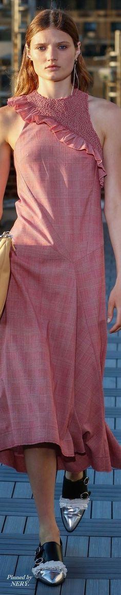 Cédric Charlier plaid long dress, metallic tip shoes. Pink Fashion, Fashion 2017, Couture Fashion, Womens Fashion, Smocking, Lace Skirt, Midi Skirt, Resort 2017, New Details