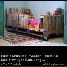 Awesome wooden bed up cycled from old pallets! Love