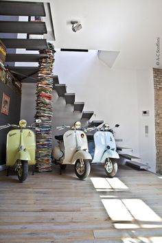 Can't think of a better kind of decoration for the house...#vespa