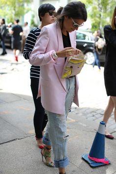 celebinspire: Leandra Medine - Breakfast At Zaras Street Style Store, Nyfw Street Style, Street Chic, Street Styles, Leandra Medine, Zara New, Latest Street Fashion, Boyfriend Jeans, Ideias Fashion