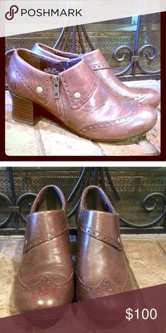 Born leather oxfords Brand name is born. Oxfords are in perfect shape. Brown with copper finishes. Size 7 1/2. Born Shoes Ankle Boots & Booties