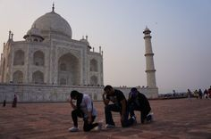 Tebowing in front of the Taj Mahal