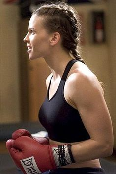 Hilary Swank, reine de l'uppercut dans sa #brassière sport... dans Million Dollar Baby de Clint Eastwood, 2004